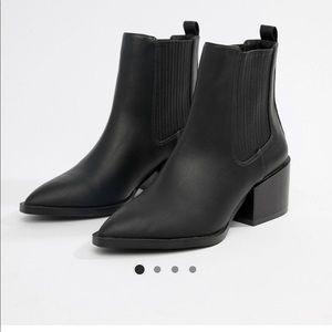 Chelsea boot with block heel sz9